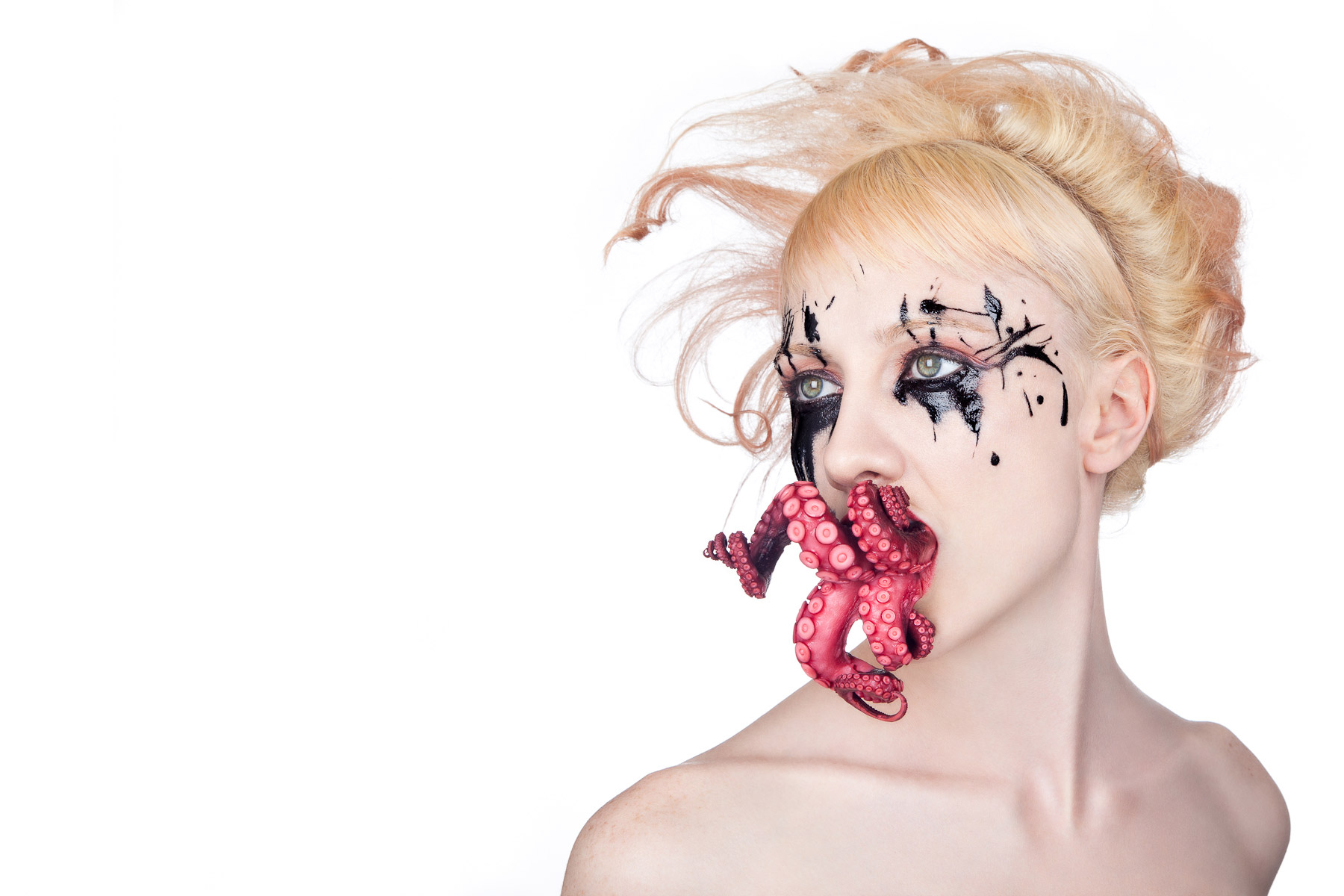 Kitfox Valentín : Conceptual Beauty with Octopus tentacles