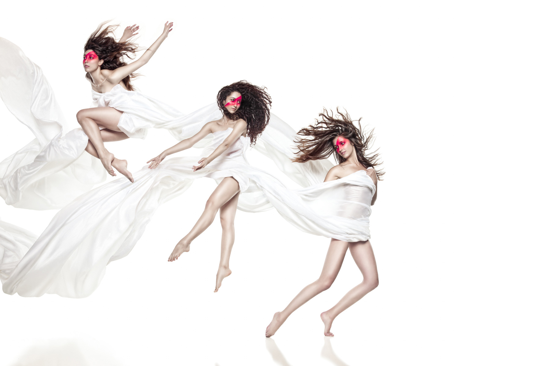 Kitfox Valentín : Dancers Leaping in White